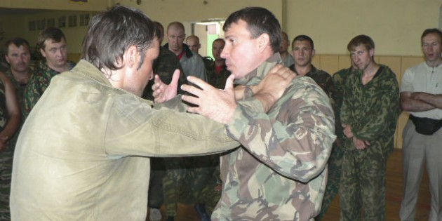 The Kadochnikov Systema: The Basic Principles of Escaping a Hold from the Neck from the Front